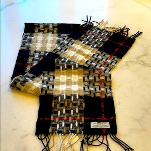 NWOT Burberry gold lurex wool cashmere scarf